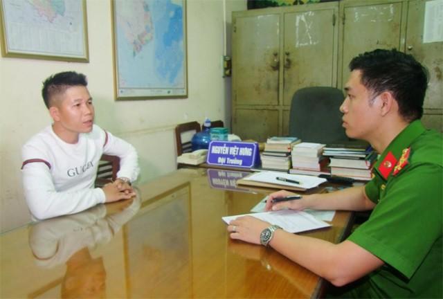 Nguyễn Quang Hưng tại cơ quan điều tra. Ảnh công an cung cấp