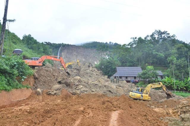 Hiện trường vụ sạt lở chôn vùi 18 người dân ở đồi thác Khanh, xã Phú Cường, huyện Tân Lạc, tỉnh Hòa Bình. Ảnh: PV