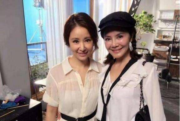 Bức ảnh được cho là Lâm Tâm Như chụp cùng mẹ chồng