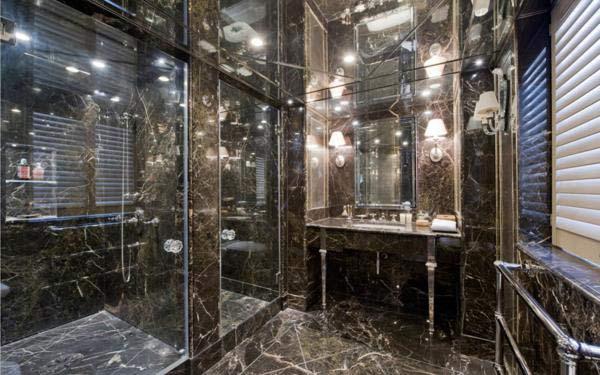 Ennismore Gardens, Knightsbridge, SW7, London. Giá 14,5 triệu bảng Anh. Cả phòng tắm được trang ốp lá bằng loại đá cẩm thạch đen và gắn rất nhiều gương. Nó được thiết kế bởi công ty thiết kế nội thất nổi tiếng Alidad.