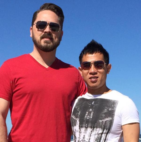Ca sĩ Quang Huy là một trong ba thành viên của nhóm nhạc The Bell đình đám tại Việt Nam những năm 2000. Năm 2011, nam ca sĩ thừa nhận mình là người đồng tính và không ngại chia sẻ về bạn trai đồng giới hơn anh 10 tuổi với báo giới. Cặp đôi kết hôn ở Mỹ từ tháng 12/2013.