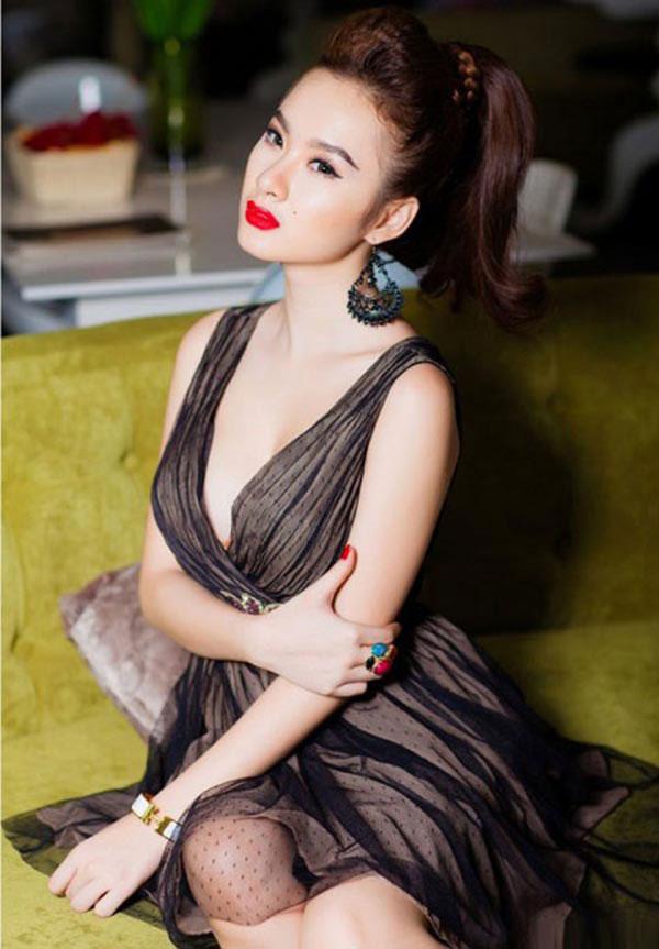 Angela Phương Trinh buộc phải nghỉ học khi chưa tốt nghiệp cấp 2 vì cha mẹ nợ nần.