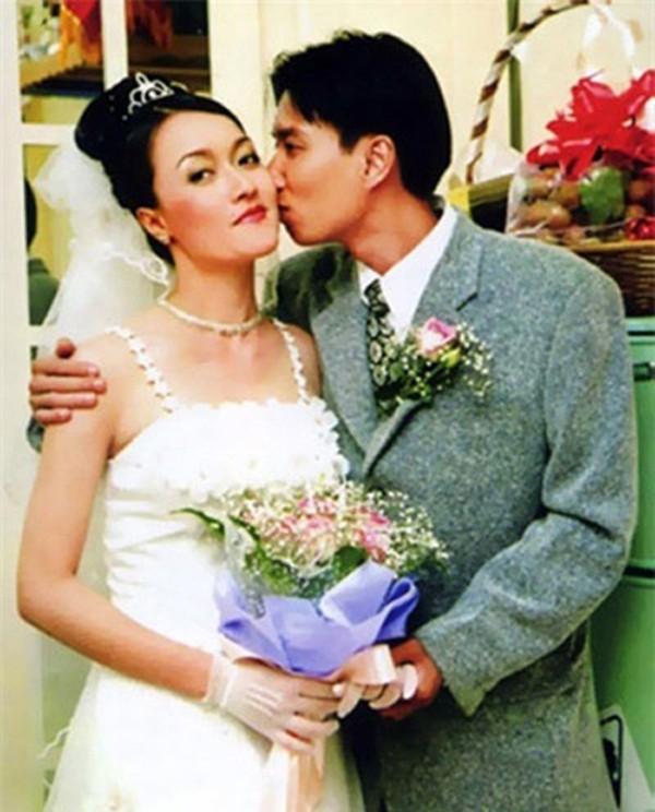 Ảnh hiếm hoi của Vân Dung và chồng trong đám cưới.