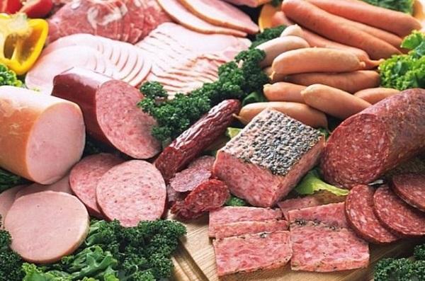 Các chuyên gia cho rằng những thực phẩm chế biến sẵn, lên men... ăn nhiều là một trong những nguyên nhân dẫn tới ung thư đại trực tràng.. Ảnh minh họa