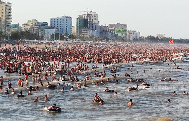 Biển Sầm Sơn dự kiến đón 4,2 triệu lượt khách trong năm 2017. (ảnh: Danko Group)