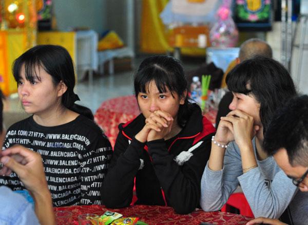 Bạn bè bần thần trước cái chết oan uổng của nạn nhân Linh.