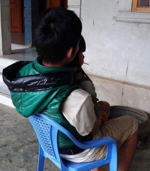 Bố cháu bé ở Hà Tĩnh đau đớn kể lại sự việc.