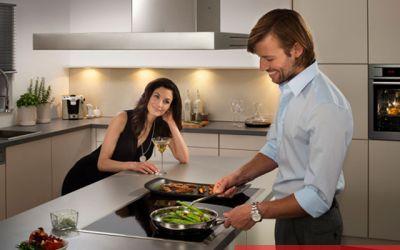 Bếp từ ngày càng được nhiều gia đình lựa chọn vì tính tiện dụng, an toàn. Ảnh minh họa