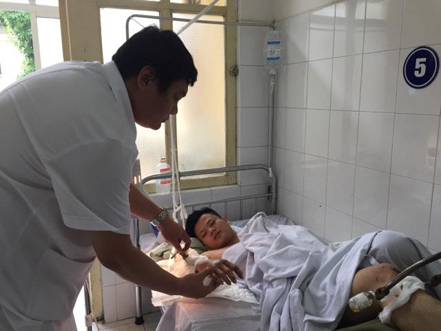 Sau quyết định táo bạo của BS, Hoàn đã được cứu sống và bảo toàn cánh tay,