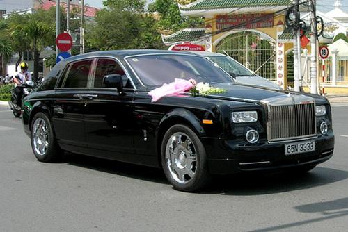 Chiếc xe Rolls Royce Phantom trong đám cưới con trai đại gia Hiền và hot girl Quỳnh Chi.