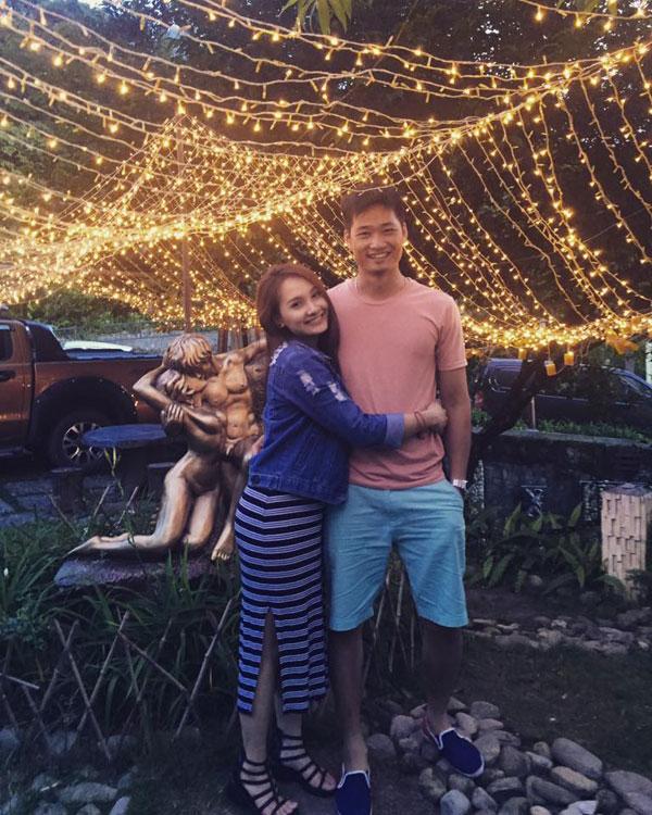 Không giống như trong phim, Bảo Thanh của ngoài đời hạnh phúc bên người chồng yêu và thương cô hết lòng.