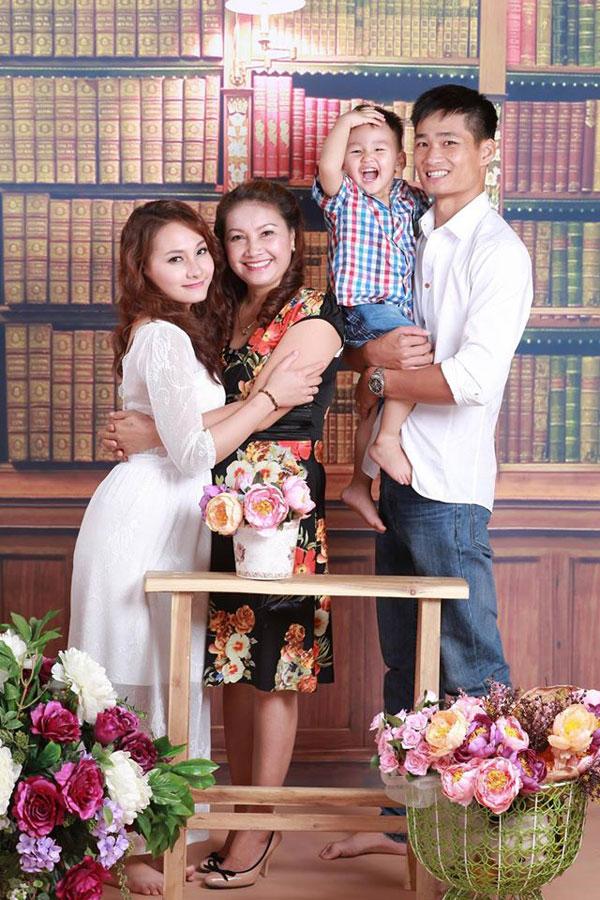 Có ông xã yêu chiều, có mẹ chồng tâm lý và thương con cháu, vậy nên sự nghiệp của Bảo Thanh ngày càng rộng mở.