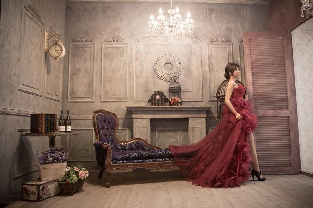 Mùa xuân năm ngoái, Chen đã thực hiện bộ ảnh cưới với nhiều trang phục tuyệt đẹp. Cô nói rằng, bản thân không chờ được ý trung nhân nên trước khi vĩnh biệt cuộc đời cô sẽ làm một cô dâu xinh đẹp.