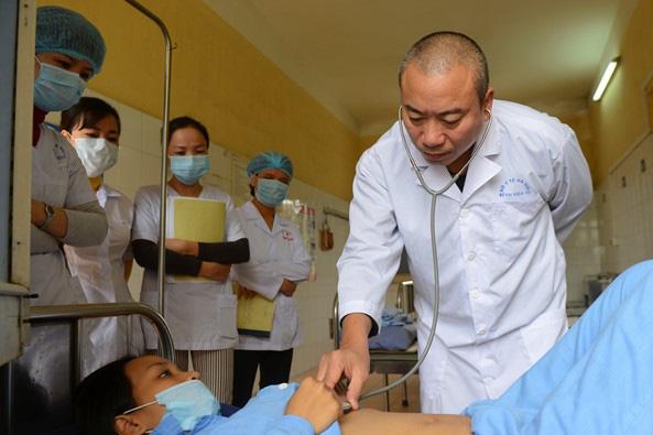 Hơn 20 năm gắn bó với bệnh nhân nhiễm HIV, BS Nguyễn Ngọc Hưng, Trưởng khoa Nội có nhiều ám ảnh về những số phận ở Bệnh viện 09. ảnh: T.L