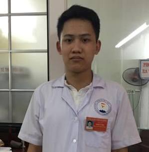 Sinh viên Phạm Lê Tùng - người bị người nhà bệnh nhân hành hung. ẢNH: TL