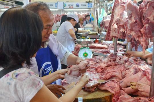Giá thịt heo bình ổn tại TP HCM đồng loạt giảm. Ảnh: T.L