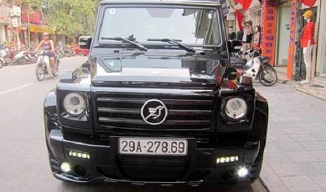 Chiếc Mercedes G55 AMG độ Hamann. Theo như anh chia sẻ trên trang cá nhân, phụ tùng độ xe được nhập hoàn toàn từ bên Đức, với mức giá là 60.000 USD (gần 1,3 tỉ đồng)
