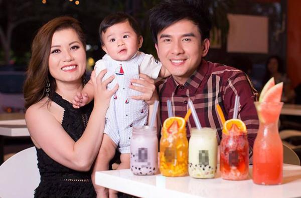 Con trai mới 7 tháng, Đan Trường đã chi 6.500 USD (gần 140 triệu đồng) mỗi tháng thuê bảo mẫu chăm con.