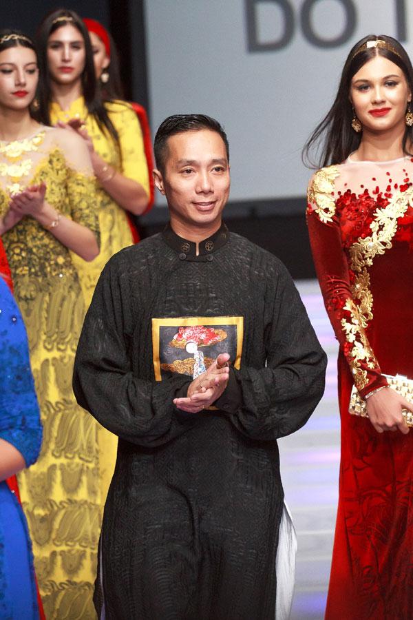 Những đường cắt may hoàn hảo kết hợp cùng chất liệu và kỹ thuật làng nghề thủ công truyền thống đã thổi hồn cho thiết kế của Đỗ Trịnh Hoài Nam