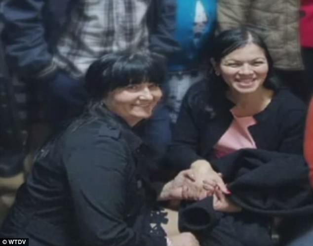 Hai người phụ nữ Tatyana và Valentica bị thất lạc gia đình do hộ sinh bệnh viện trao nhầm.