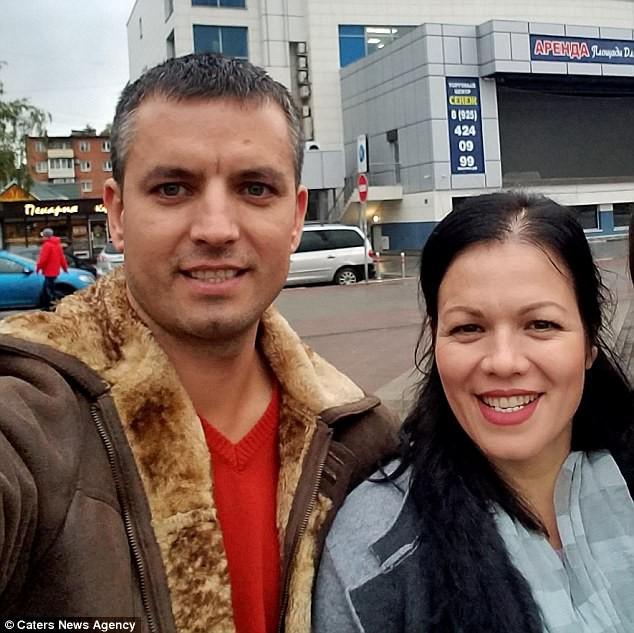 Anh Anatoliy và chị gái ruột Valentica ở Nga.