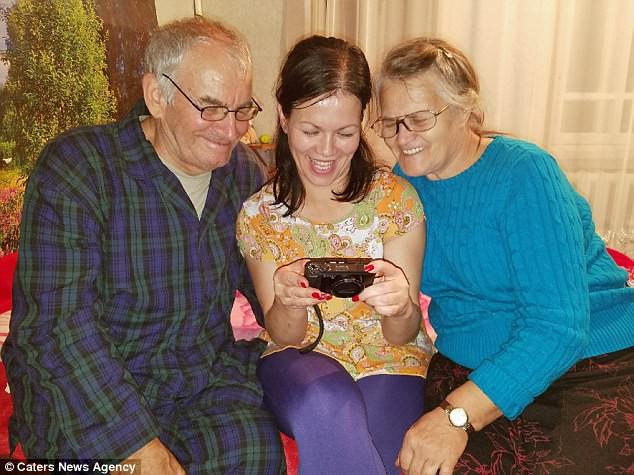 Ông bà Lashtur vui mừng khi gặp con gái ruột tại Nga sau 39 năm thất lạc.