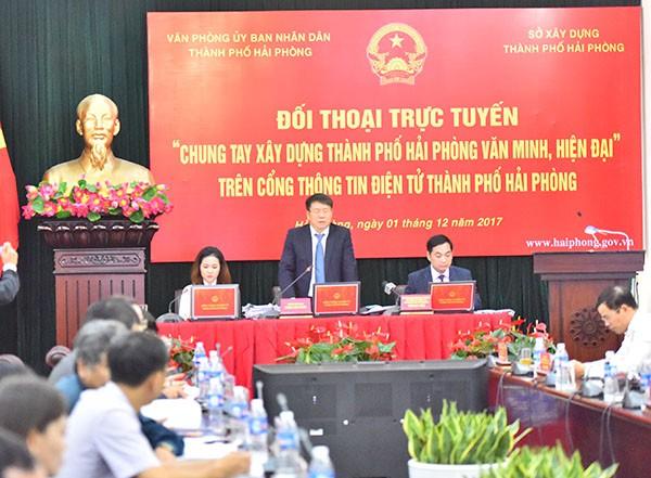 Ông Phùng Văn Thanh- GĐ Sở XD Hải Phòng chủ trì phiên đối thoại
