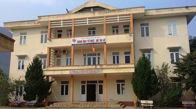 Trung tâm y tế huyện Mường Lát, Thanh Hóa vừa tiêm phòng vắc xin bệnh dại cho 50 người dân nghi bị chó dại cắn