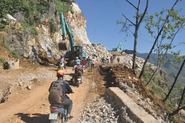 Từ TP Lai Châu, phải đi qua con được rừng độc đạo dài 153km để đến được trường tiểu học Mưởng Mô. Ảnh: Cao Tuân