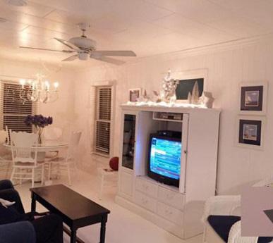 Phòng khách trang nhã với mang tông màu trắng – đen