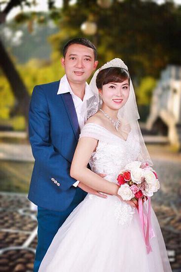 Danh hài Chiến Thắng và vợ trong ngày cưới. Ảnh: T.L