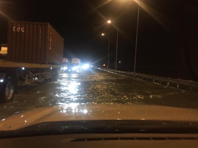 Quốc lộ 1A đoạn qua huyện Hà Trung bị ngập từ chiều tối ngày 11/10