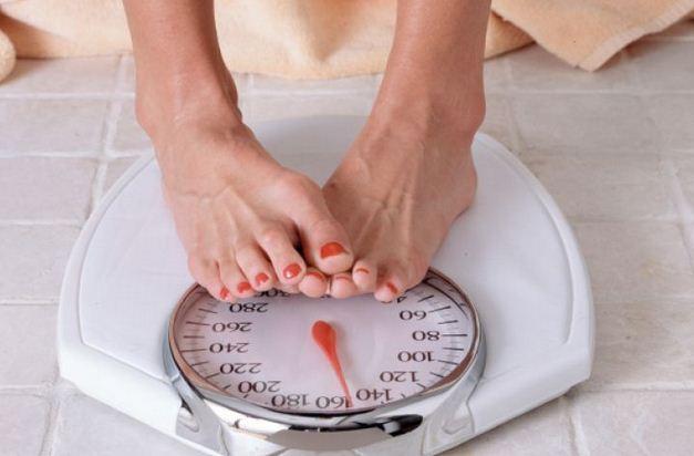 Nếu giảm từ 4,5 - 5 kg hoặc giảm khoảng 5% trọng lượng cơ thể trong vòng từ 6 -12 tháng (hoặc ít hơn) mà không rõ lý do, bạn cần đi kiểm tra sức khỏe.