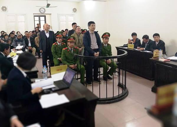 Giang Kim Đạt cuối cùng cũng phải đứng trước vành móng ngựa để trả lời về hành vi phạm tội đã gây ra. Ảnh: HC