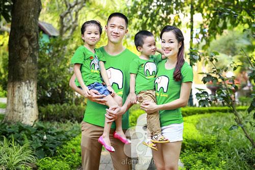 """10 năm sau khi tham gia """"Nhật ký Vàng Anh"""", Minh Hương vẫn đam mê diễn xuất, bên cạnh đó, cô cũng đảm nhận vai trò MC thời sự cho kênh truyền hình ANTV."""