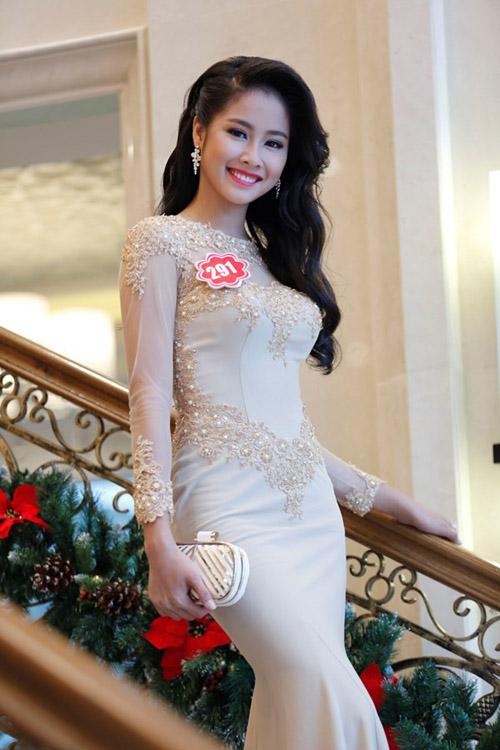 Trước khi lọt top 10 Hoa hậu Hoàn vũ 2015, Võ Hồng Ngọc Huệ cũng từng vào top 12 HotVteen 2013, top 40 Hoa hậu Việt Nam 2014.