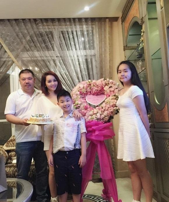 Gia đình hạnh phúc của Mai Thu Huyền