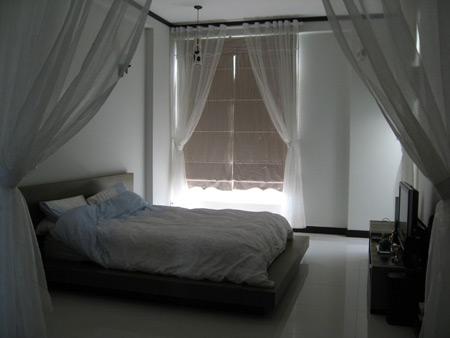 Phòng ngủ với tone màu trắng đơn giản