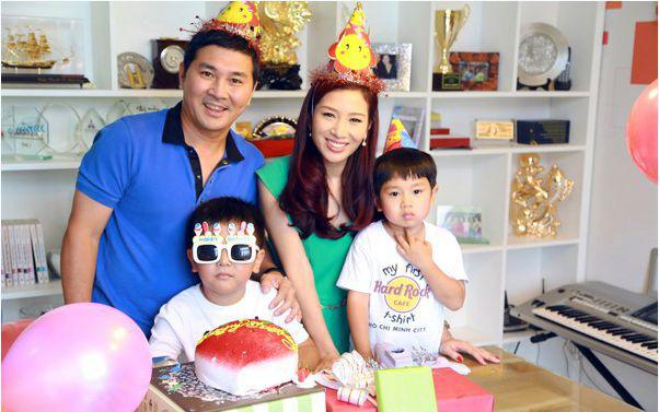 Thu Hương tận hưởng cuộc sống viên mãn với sự nghiệp thành công và gia đình đầm ấm.