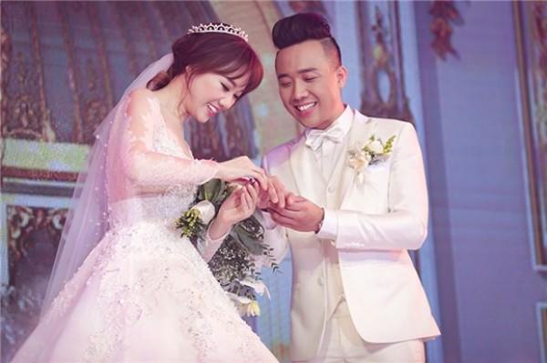Ngày 25/12, Hari Won và Trấn Thành nên duyên cùng nhau trong một đám cưới hoành tráng.