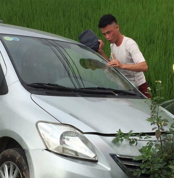 Ô tô của Hiệp Gà bất ngờ lao xuống ruộng trong sáng nay. Ảnh: (Bạn đọc cung cấp)
