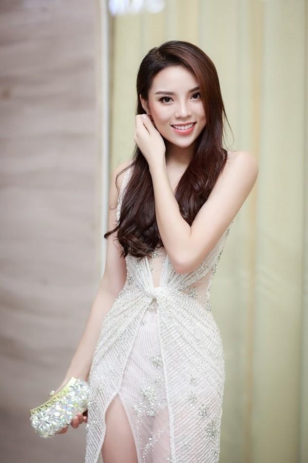 Tuy nhiên, hiện tại, người đẹp đã hoàn thiện bản thân và trở nên xinh đẹp hơn trong mắt mọi người.