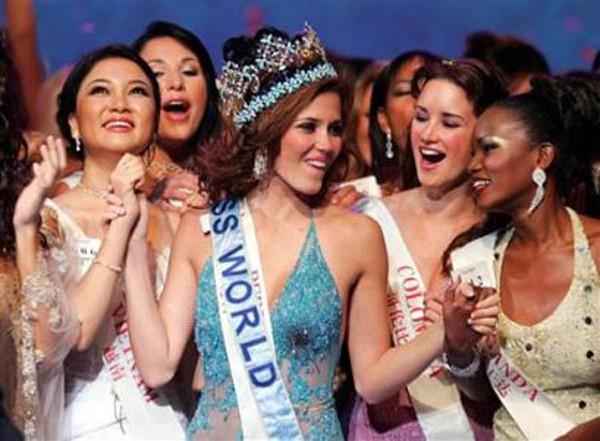 Hơn 100 quốc gia tham gia, việc Nguyễn Thị Huyền đứng thứ 11, lọt top 15 đã Việt Nam nâng được vị thế trên bản đồ nhan sắc thế giới.