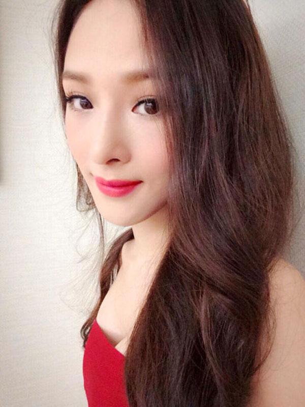 Hoa hậu Phương Nga viết lời cho nhiều ca khúc nổi tiếng.