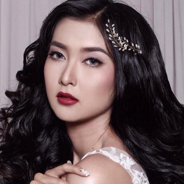 Dù không chọn dấn thân vào con đường showbiz nhưng ở Indonesia, Kevin vẫn là cô gái nổi bật và khiến nhiều người yêu mến bởi nhan sắc xinh đẹp, động lòng người.