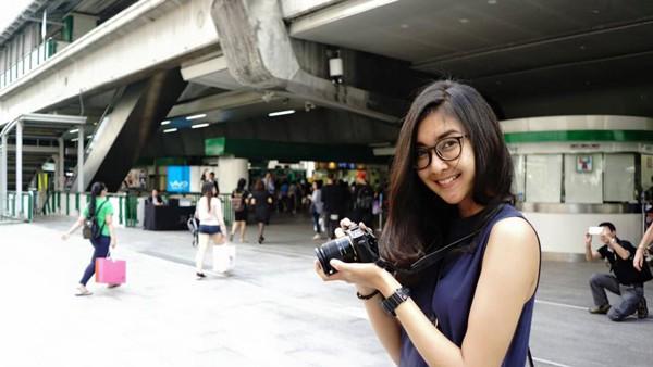 Là sinh viên ngành thiết kế nội thất nên cô đặc biệt thích nhiếp ảnh và hội họa.