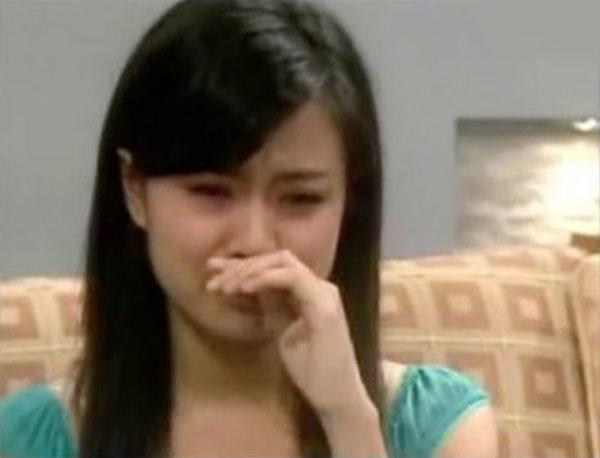 Hoàng Thùy Linh đã phải xin lỗi khán giả trên sóng truyền hình khi gặp sự cố nghiêm trọng.