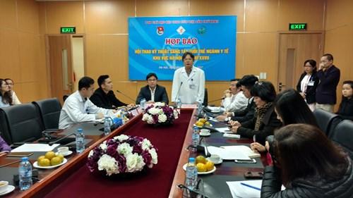 GS.TS Trần Bình Giang - Giám đốc Bệnh viện Việt Đức thông tin tại buổi họp báo ngày 9/3