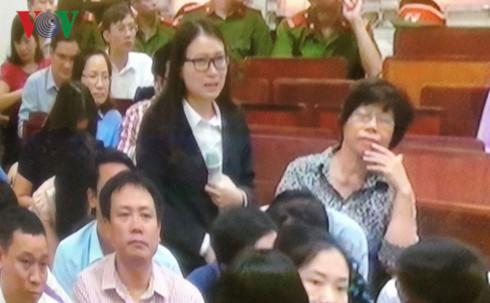Bị cáo Hoàng Thị Hồng Tứ đã từng nhiều lần khóc trước tòa. Ảnh: VOV