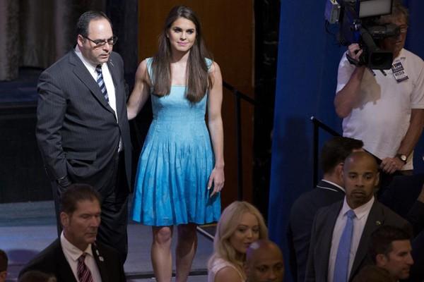 Dù không được đào tạo về chính trị nhưng Hope Hicks lại có rất nhiều lợi thế về truyền thông nên cô trở thành cánh tay đắc lực của ông Trump.